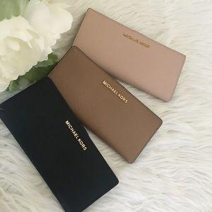 Michael Kors wallet 🥰🥰